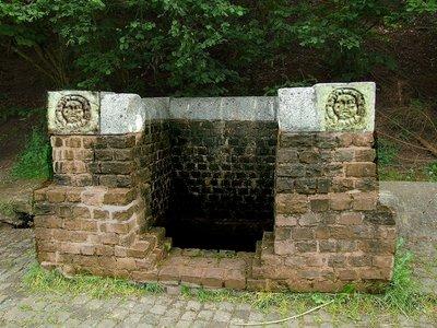 Mongo -Brunnenstube gruener puetz